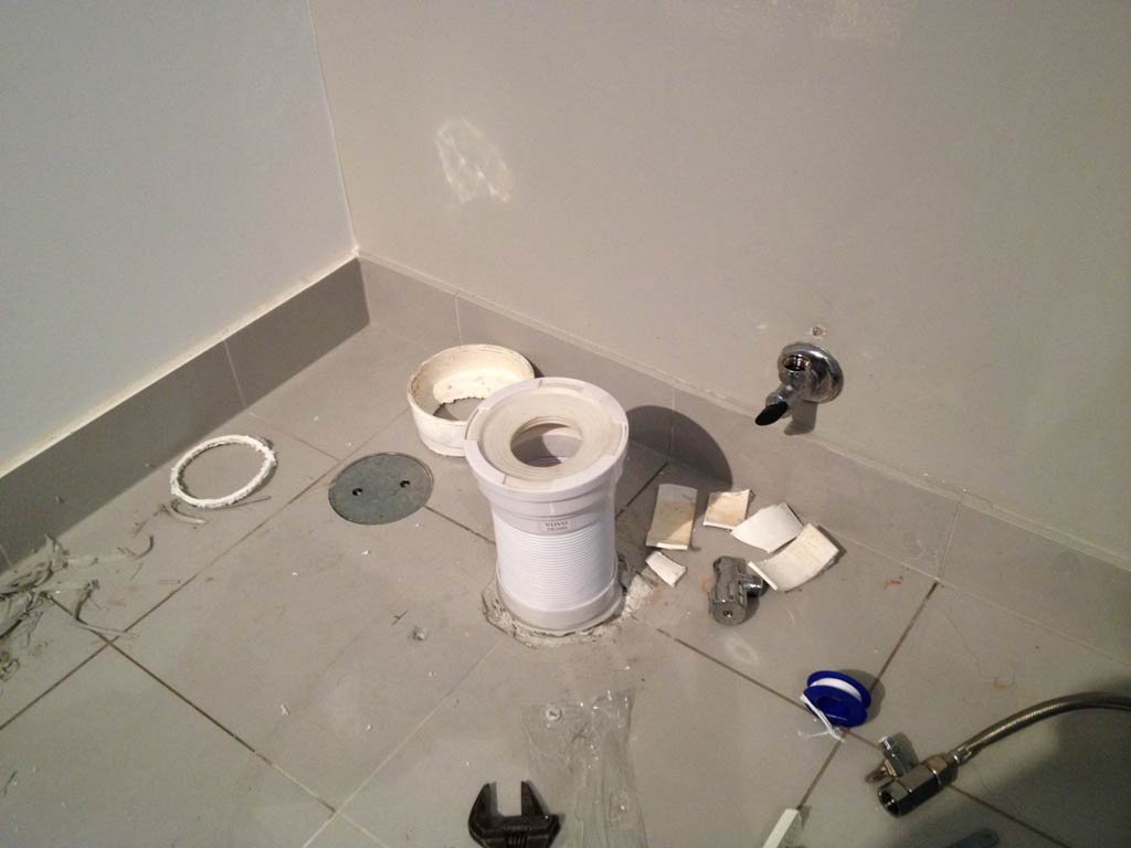 how to change flex hose on toilet